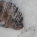 Skulle af i udendørsbruseren   Foto: Charli