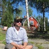 Jesper Westmark foran sin hytte