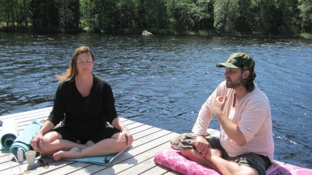 Ego og guruen, Jesper Westmark på tømmerflåden   Photo: Charline Skovgaard