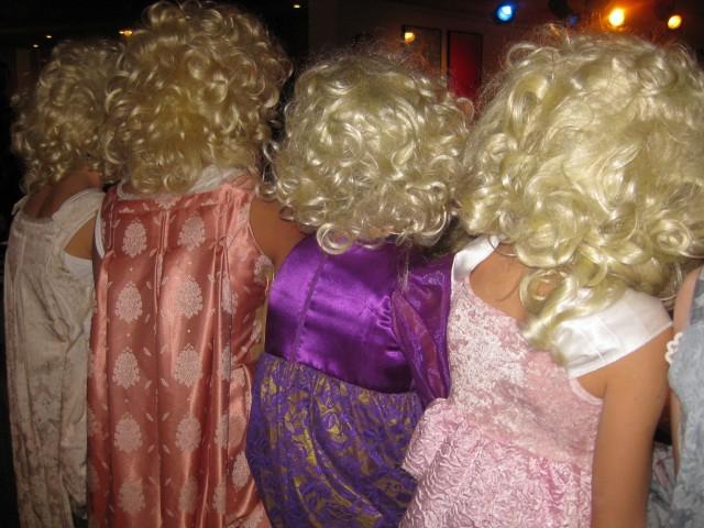Blondiner på rad og række  Foto; Charli