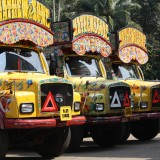 Almindelige indiske lastbiler   Foto: Charli