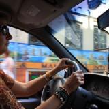 Mor kører bil   Foto: Cornelia