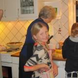 Pigerne i køkkenet med min venindes mormor   Foto;Charli