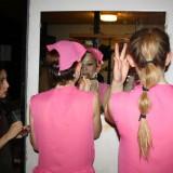 Sidste hånd på make-uppen     Foto: Charli