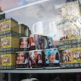 Mange butikker byder på alskens ting med royale    Foto: Charli