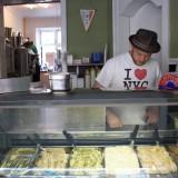 Michael anretter is i montréen, klar til at åbne for dagens salg      Foto: Charli