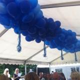 Blå ballonner klar til ønske himmelen   Foto: Charli