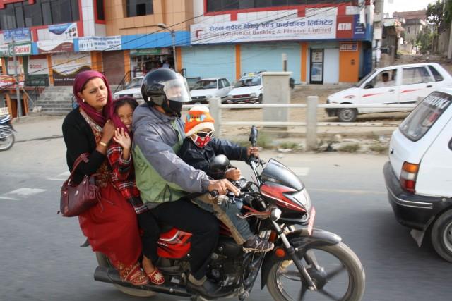 Happy family travelling  Foto- Charli