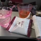 På Quatar flyvninger bliver man stopfodret med lækkerier hele tiden    Photo: Charli