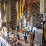Alteret i deres flytningelejrens tempel     Photo: Charli