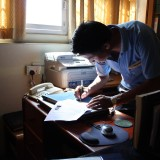 Børnehjemslederen udskriver dokumenterne        Photo: Charli