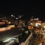 Kæmpe byfest og tændte lys overalt         Photo: Charli
