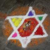 Smuk mandala der ligner en jødestjerne          Photo: Charli