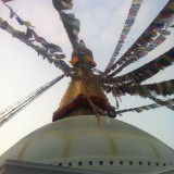 """Stupaens øjne """"ser efter bønnerne"""" som blæser med vinden    Photo: Charli"""