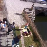 En lille frokost stund i solen, bemærk at der stadig er is på vandet;-)      Photos: Charline Skovgaard