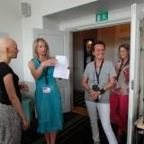 Pernille en en af de første modeller der møder ind kl 9, showet er kl 16 Photo: Charli Skovgaard