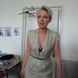 Værtinde Søs Egelind har selv overlevet kræft og er meget rørt over modellernes mod .  Photo: Charli Skovgaard