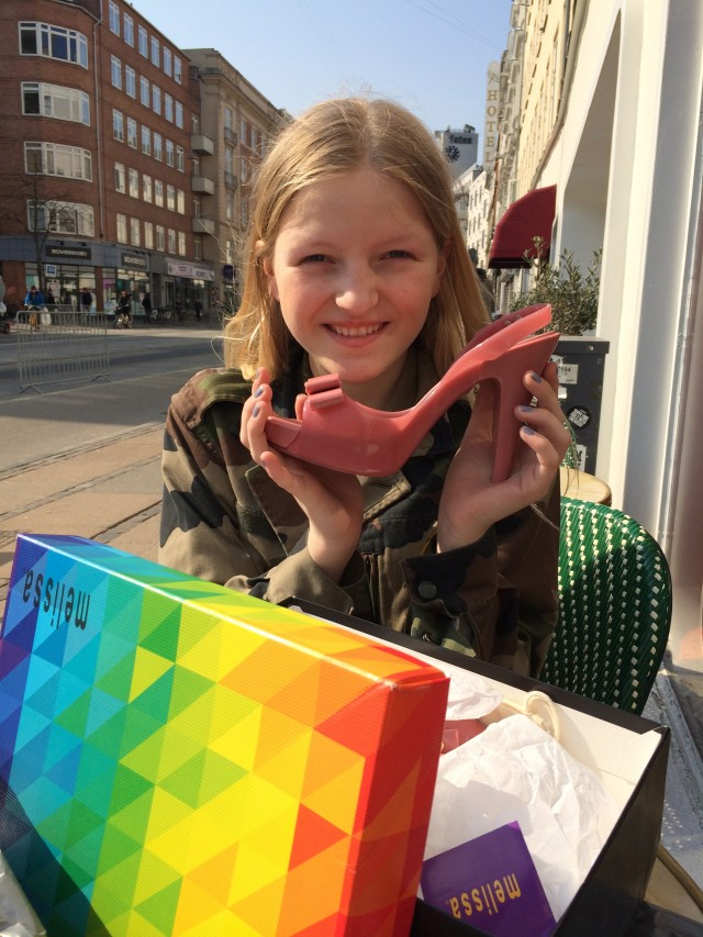 Carla har fundet sine Meliissasko af genanvendt gummi og de er med duft.     Photo: Charline Skovgaard