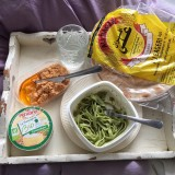 Orker kun at tage ting ud af køleskabet og spise i sengen